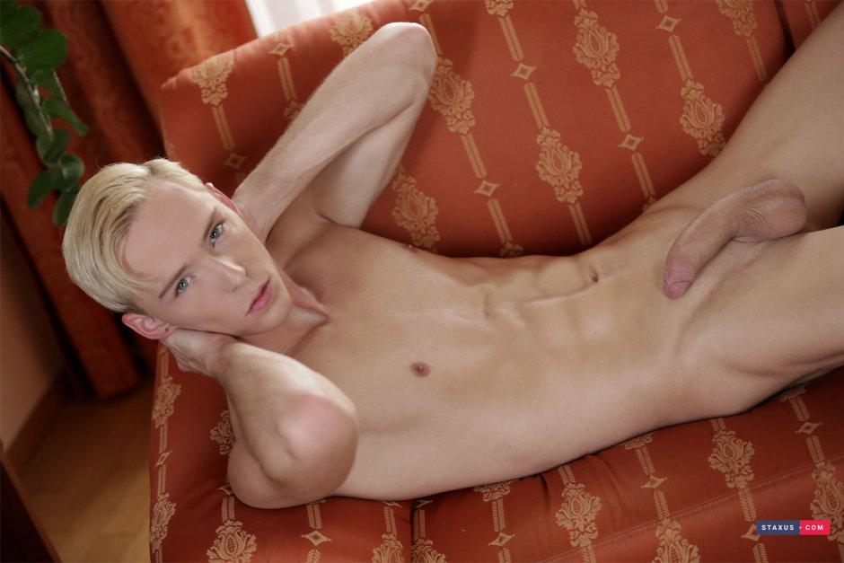 James bond transvestite